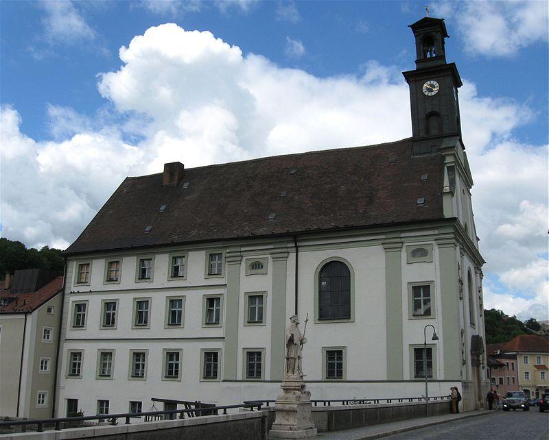 Dieses Bild hat ein leeres Alt-Attribut. Der Dateiname ist 800px-Bahnhofplatz_1_Hl._Geist-Spitalkirche_Eichstaett-4.jpg
