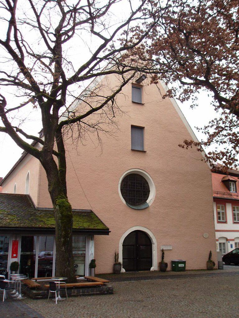 Dieses Bild hat ein leeres Alt-Attribut. Der Dateiname ist 800px-Ehemalige_Taufkirche_St._Johannes_am_Domplatz_zu_Eichstaett-768x1024.jpg