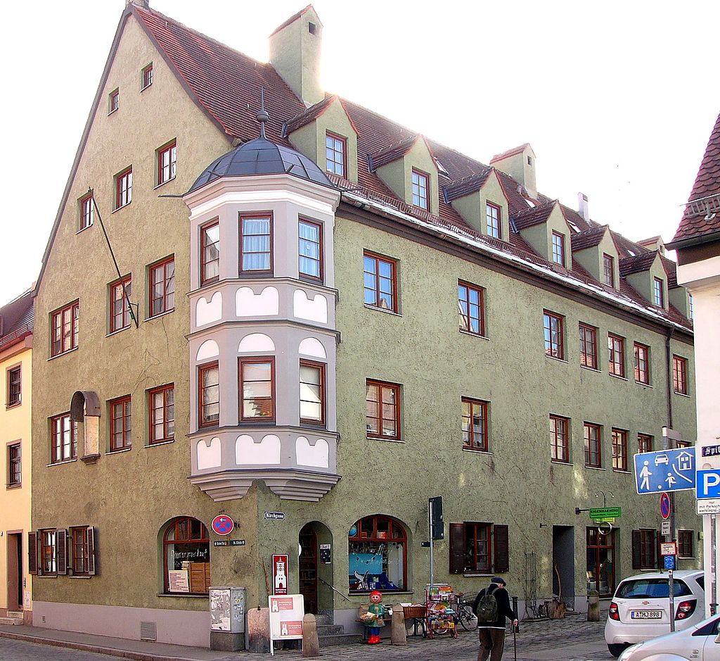 Dieses Bild hat ein leeres Alt-Attribut. Der Dateiname ist 1024px-Kirchgasse_26_Augsburg.jpg
